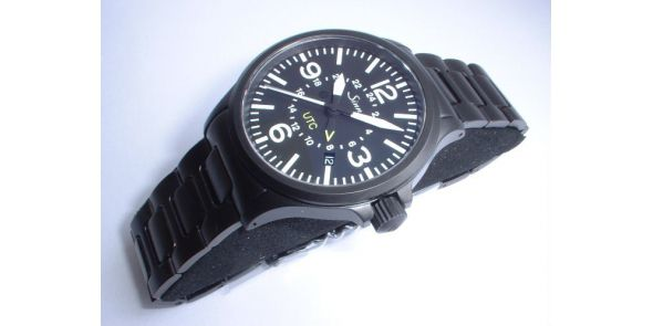 Sinn Flieger Wristwatch 856 UTC Black on bracelet - 856 UTC Black