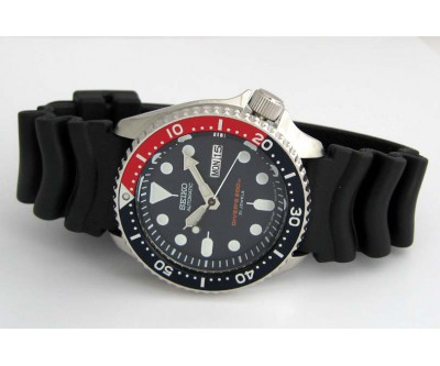 Seiko Automatic Divers Watch 200 Metre SKX 009 New in Box - Red - SEK 124