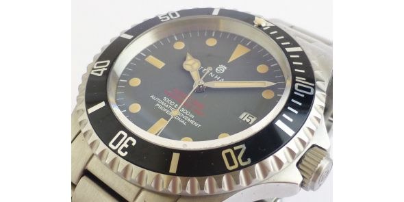 Steinhart Ocean Vintage Red - Automatic Diver. - NWW 1354