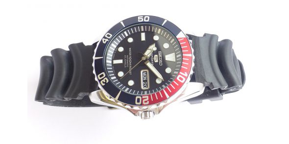 Seiko 5 Sports Automatic Diver Watch SNZF 15J2 - Japan Model - NWW 1487